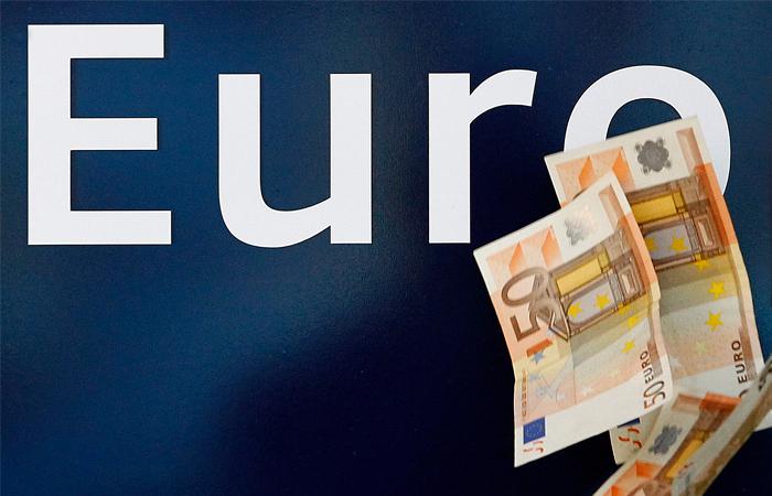 Евро взлетел до 63 рублей
