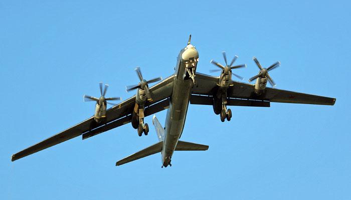 В Приамурье стратегический бомбардировщик Ту-95 выкатился за пределы ВПП