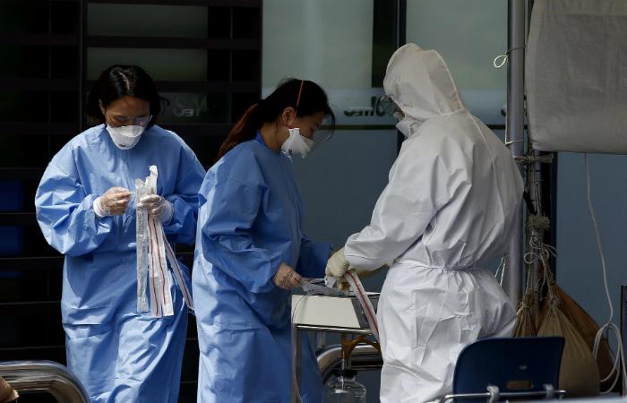 Число жертв коронавируса в Южной Корее выросло до девяти человек