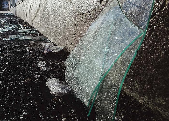 В Ростове-на-Дону неизвестные забросали камнями и яйцами здание генконсульства Украины