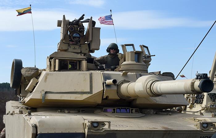 """Минобороны пообещало """"адекватный ответ"""" при появлении в Восточной Европе американских танков"""