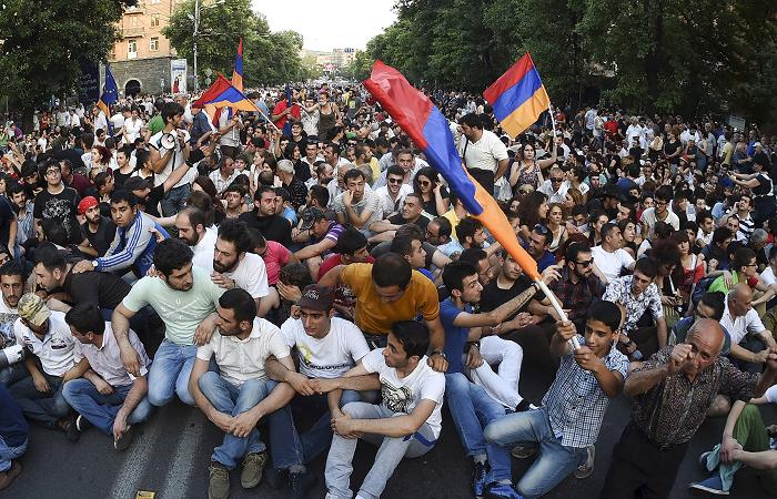 У столиці Вірменії проходить акція протесту з вимогою відставки Пашиняна