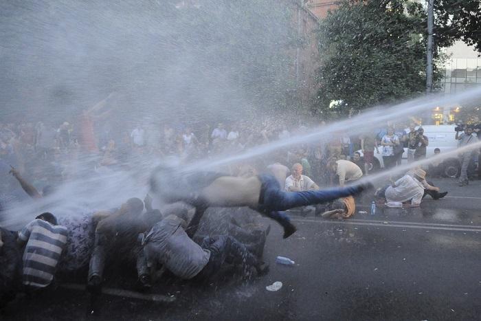 Президент Армении пообещал встретиться с участниками акции протеста