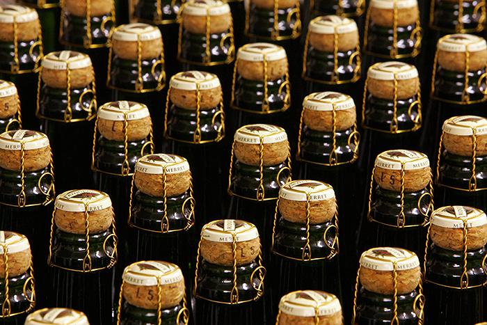 Россия не будет распространять эмбарго на вино и конфеты