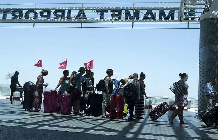Европейские туристы после теракта начали массово покидать Тунис
