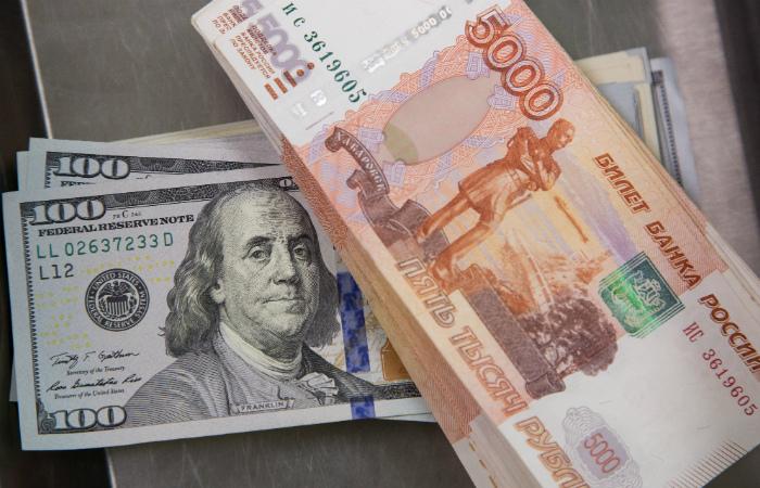 Аналитики предрекли ослабление рубля по итогам референдума в Греции