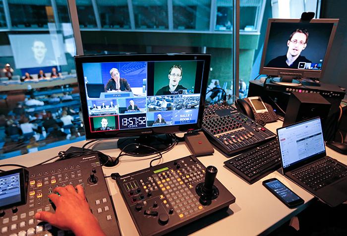 Бывший генпрокурор США не исключил соглашения властей со Сноуденом о признании вины