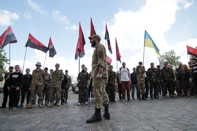 """Заблокированные под Мукачево члены """"Правого сектора"""" готовы сдаться только с одобрения Яроша"""