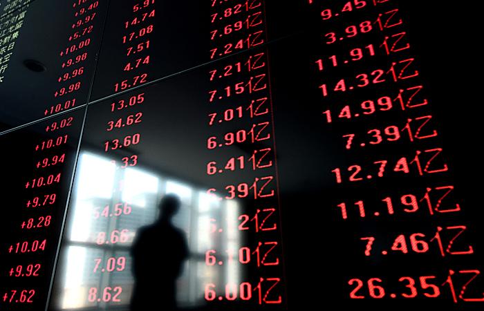 Китайский фондовый рынок в понедельник рухнул на 8,5%