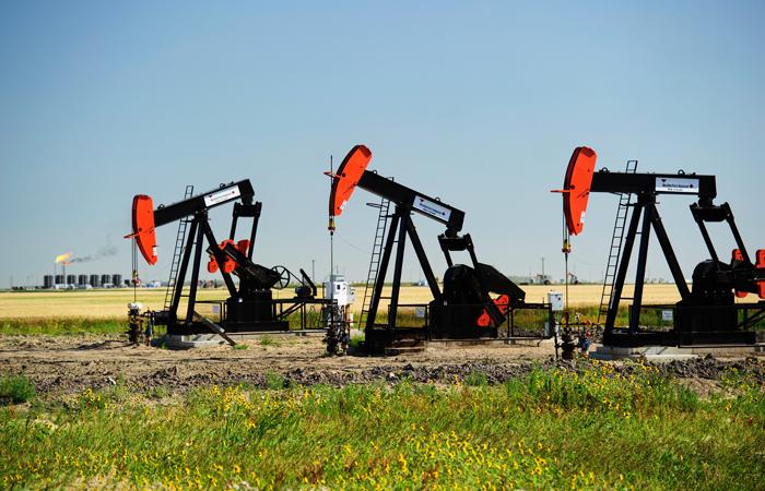 Цены на нефть опустились до минимума за полгода