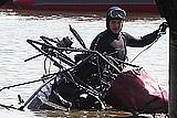 Спасатели достали из Истринского водохранилища хвостовую часть вертолета