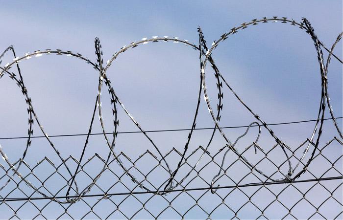 Рядового Пермякова осудили на 10 лет за дезертирство и кражу оружия