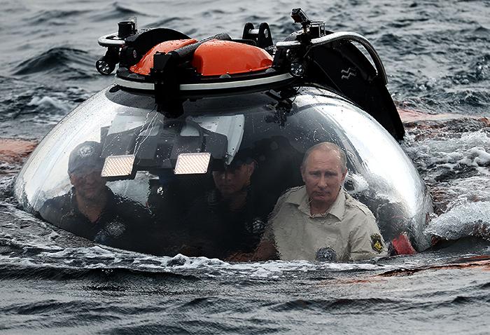 Путин совершил погружение на батискафе близ Севастополя