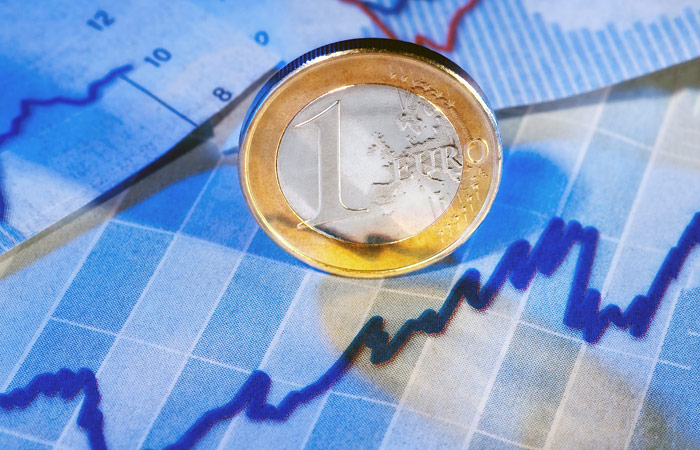 Евро взлетел до 73 рублей впервые за полгода