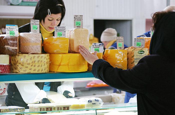 Треть россиян перешли на более дешевые продукты