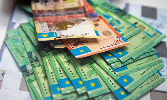 В обменных пунктах Шымкента доллар продают за 210 тенге