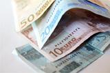 Евро взлетел до 77 рублей