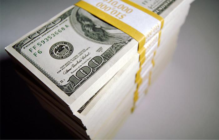 Аналитики допустили кратковременный рост доллара до 100 рублей
