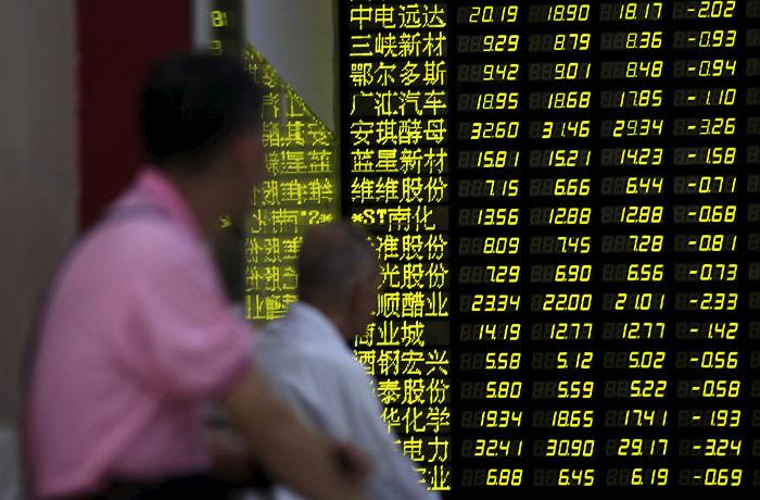 Китайский рынок увеличил обвал до 7%