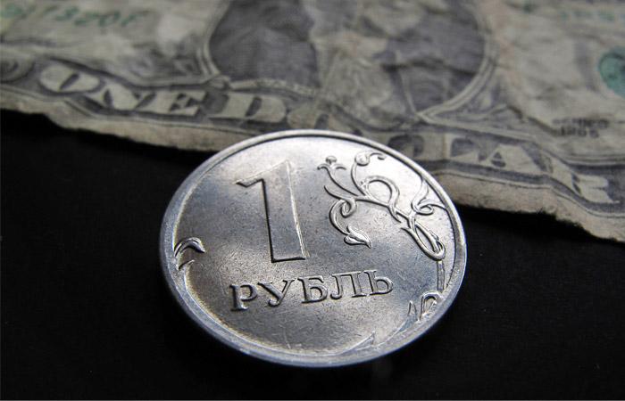 Греф призвал россиян готовиться к сильным колебаниям рубля