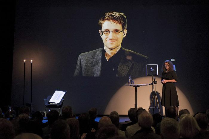 Сноуден после огласки данных о спецслужбах США ожидал оказаться в тюрьме
