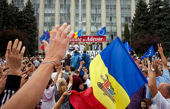 Премьер и спикер парламента Молдавии встретятся с протестующими