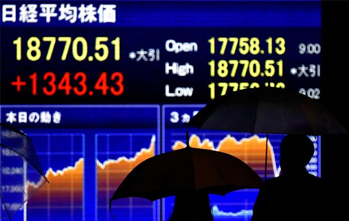 Азиатские рынки впервые с июля завершили неделю ростом