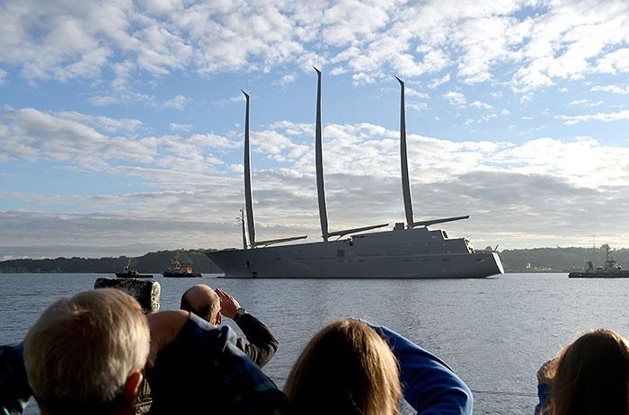 Крупнейшая в мире парусная яхта Андрея Мельниченко спущена на воду