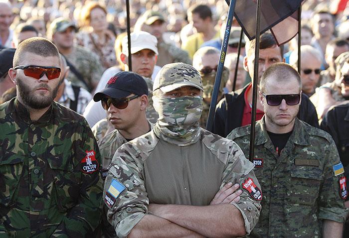 """Радикалы из """"Правого сектора"""" пополнят ряды Службы безопасности Украины"""
