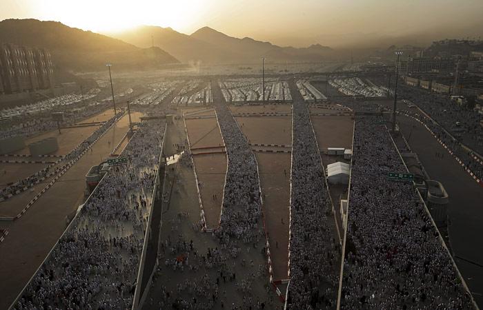 В давке во время хаджа под Меккой погибли более 100 человек