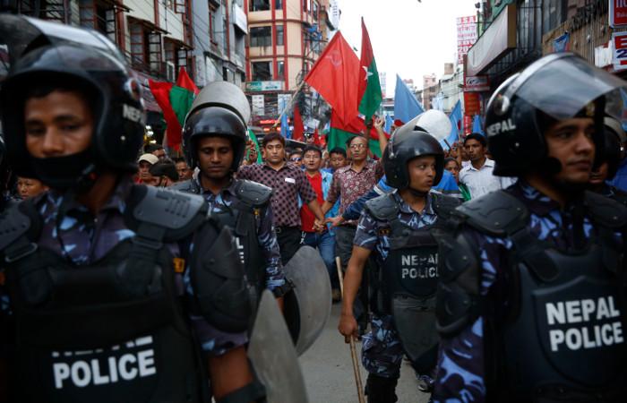 На юге Непала жители заблокировали границу с Индией