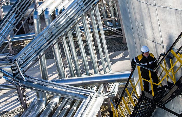 Медведев принял решение не повышать налоги на нефтянку