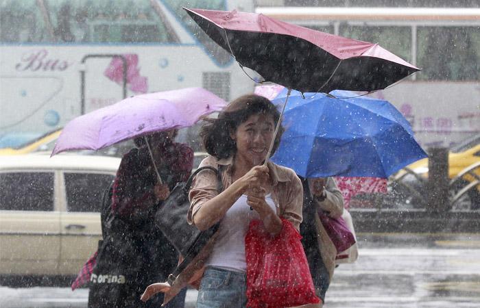 Около сотни авиарейсов отменили в Японии из-за тайфуна