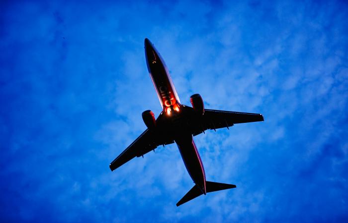 Россия запретила украинским компаниям использовать свое воздушное пространство