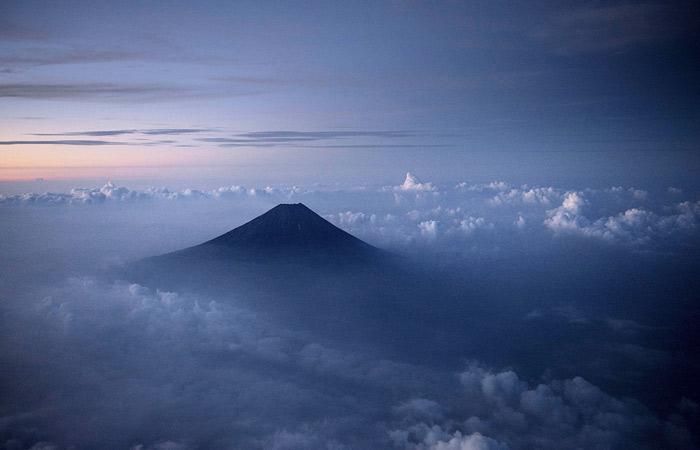 Власти Японии собрались ограничить посещение горы Фудзи