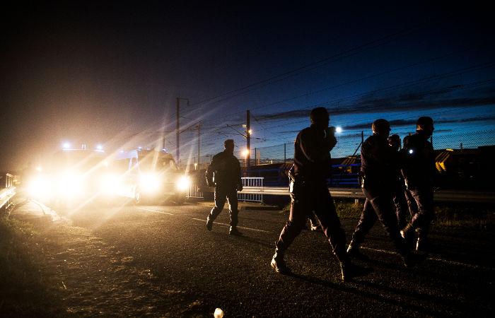 Движение в Евротоннеле приостановили из-за мигрантов