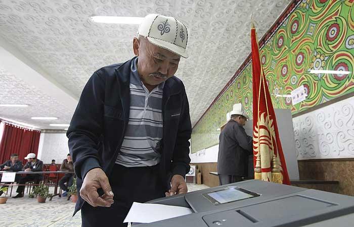 Проправительственная партия победила на выборах в Киргизии