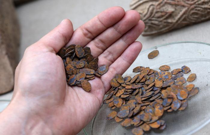 Первыми деньгами в мире были заготовки для каменных орудий