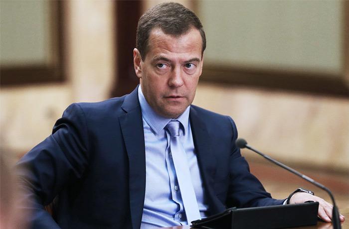 Медведев предложил отменить индексацию пенсий работающим пенсионерам