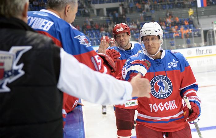 Путин довел счет забитых шайб за хоккейный матч до рекордных семи