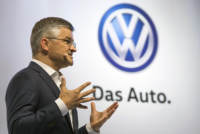 Глава Volkswagen в США знал о проблеме с выхлопами с весны 2014 года