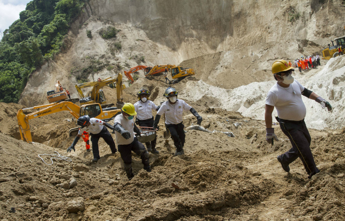 Число жертв оползня в Гватемале возросло до 215 человек