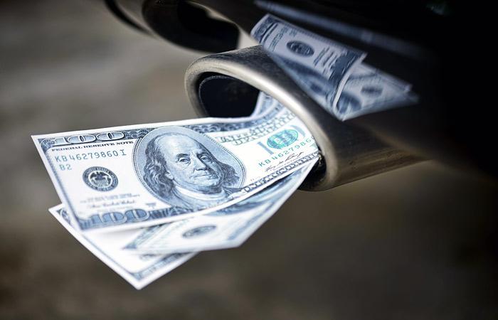 Доллар впервые за два месяца упал ниже 61 рубля