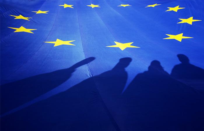 ЕС не исключил введения новых санкций против РФ из-за Сирии