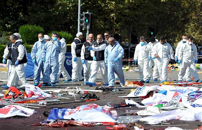 В результате взрывов в Анкаре погибли почти 90 человек