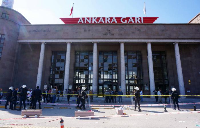 Число жертв взрывов в Анкаре возросло до 95 человек