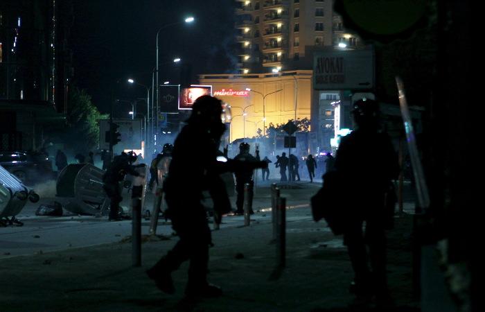 В Приштине произошли стычки демонстрантов с полицией