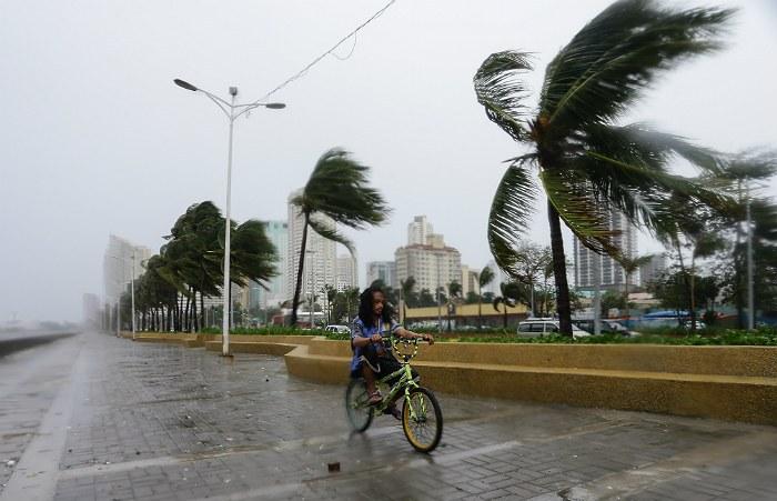 На Филиппинах из-за тайфуна эвакуировано более 10 тысяч человек