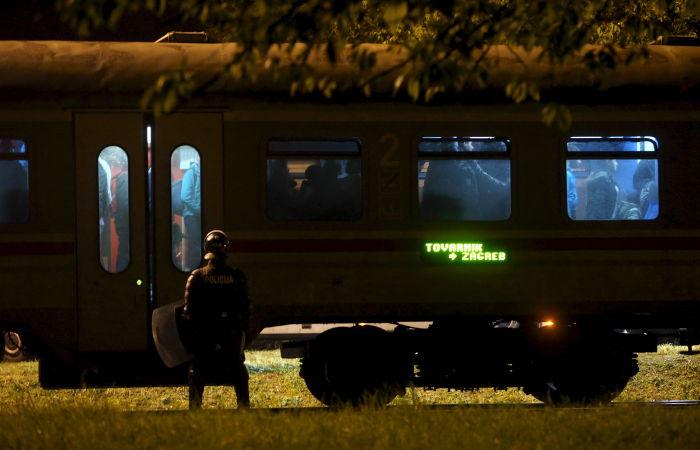 Более двух тысяч мигрантов перешли границу Словении