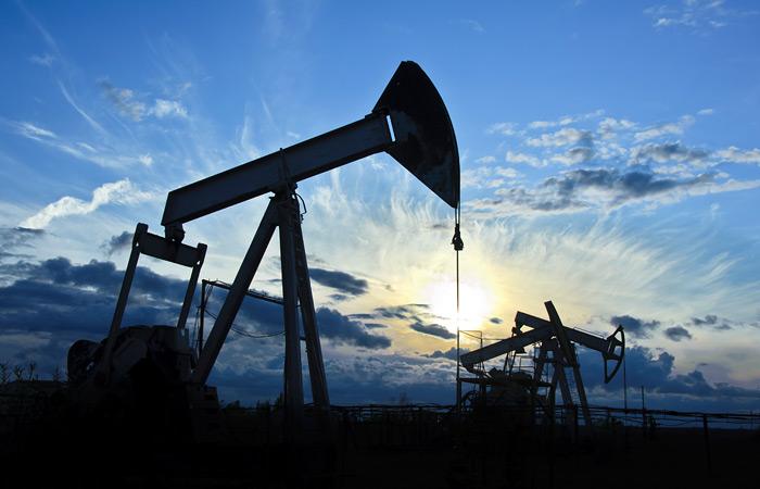 Нефть Brent подешевела до $54,8 за баррель на данных о запасах в США